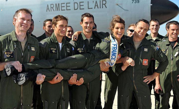 miss novembre : Miss France 2011 vole à bord d'un C135 Captur10