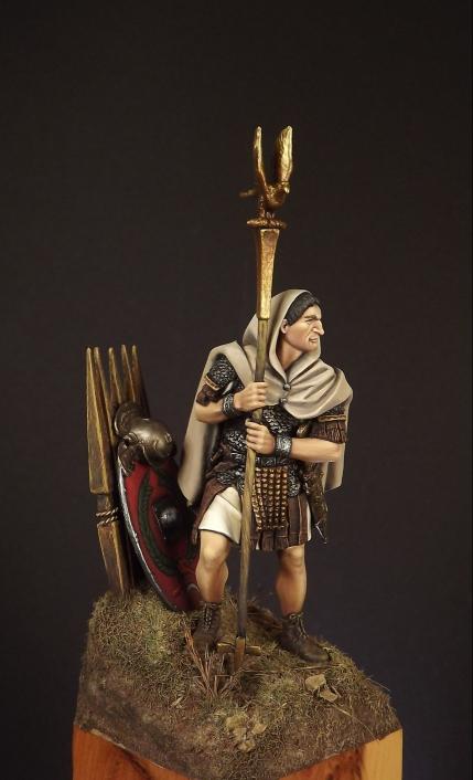 54mm Roman Aquilifer 1stC AD 008ab10
