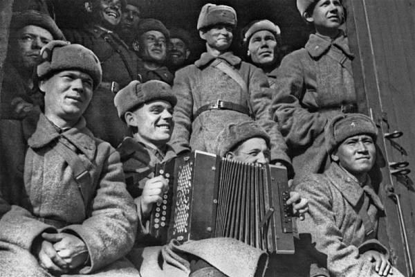 Un peu de Soviétique  - Page 8 Cap_m410