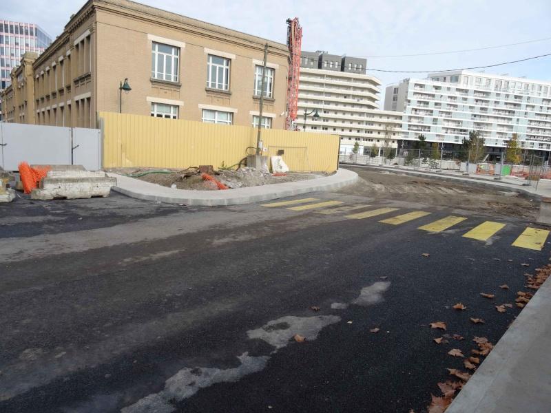 Voie routière autour du bâtiment Louis Dreyfus Dsc02640