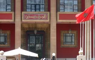 الأحزاب تتسلم مشروع الدستور  Info_116