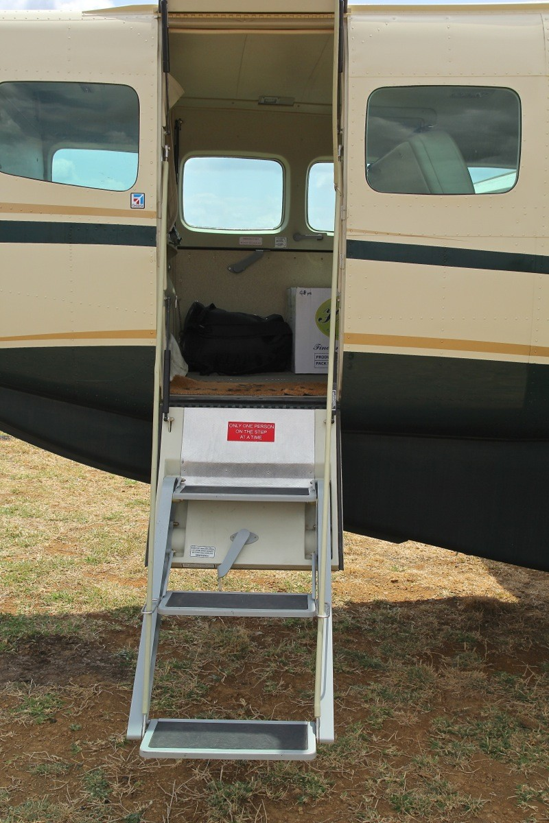 Vols de brousse en Tanzanie .     Img_4520