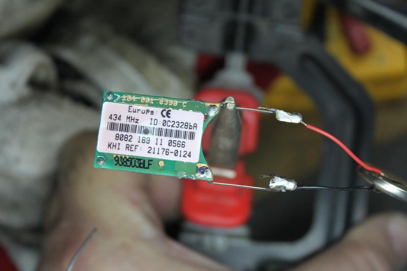 Changement de pile capteur de pression Pneu Img_1110