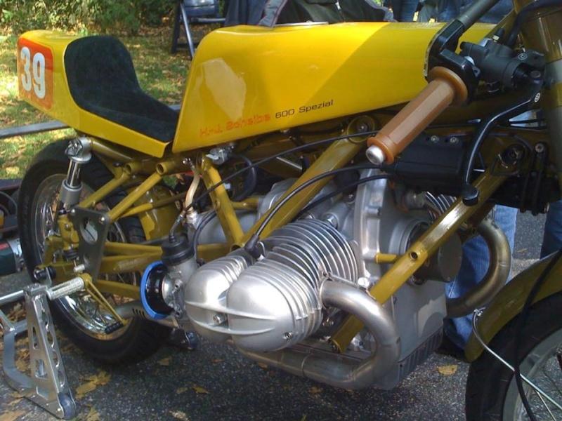 C'est ici qu'on met les bien molles....BMW Café Racer - Page 37 12191010