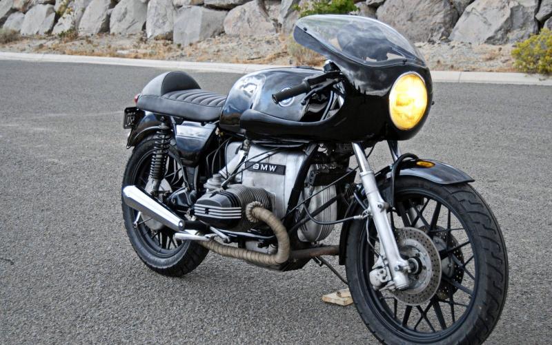 C'est ici qu'on met les bien molles....BMW Café Racer - Page 36 Bmw2br10