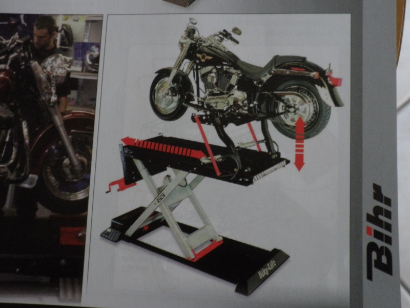 TABLE ELEVATRICE MOTO CARROUF 199 €  juin 2007 - Page 3 P5010414