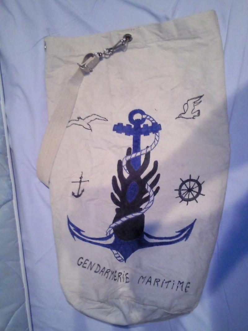 [Les bases de sous-marins] ILE LONGUE - Page 4 Photo011
