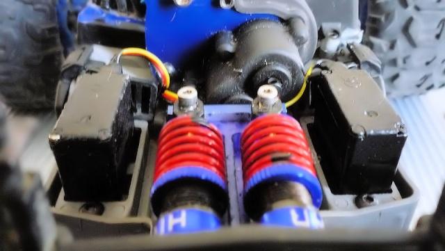 Dual servo sur revo vxl 1/16 Image625