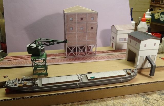 Industriediorama mit Hafen, 1:87 Dsc00012