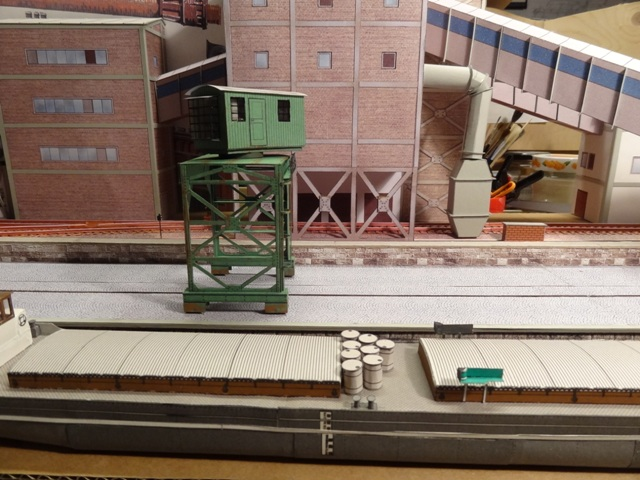 Industriediorama mit Hafen, 1:87 Dsc05110