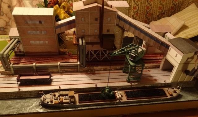 Industriediorama mit Hafen, 1:87 Dsc05315