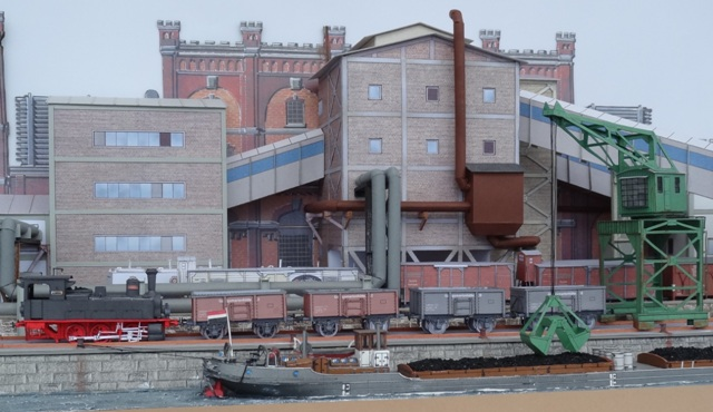 Industriediorama mit Hafen, 1:87 Dsc05325
