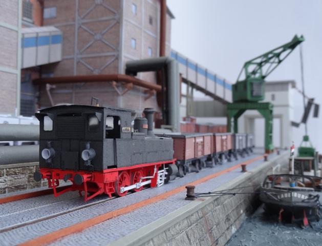 Industriediorama mit Hafen, 1:87 Dsc05335