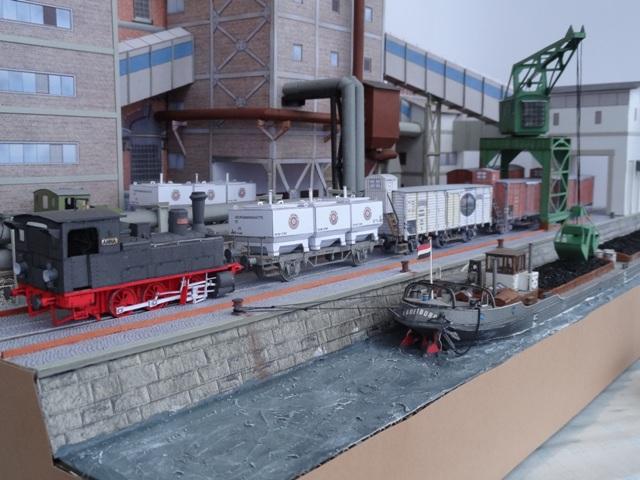 Industriediorama mit Hafen, 1:87 Dsc05336