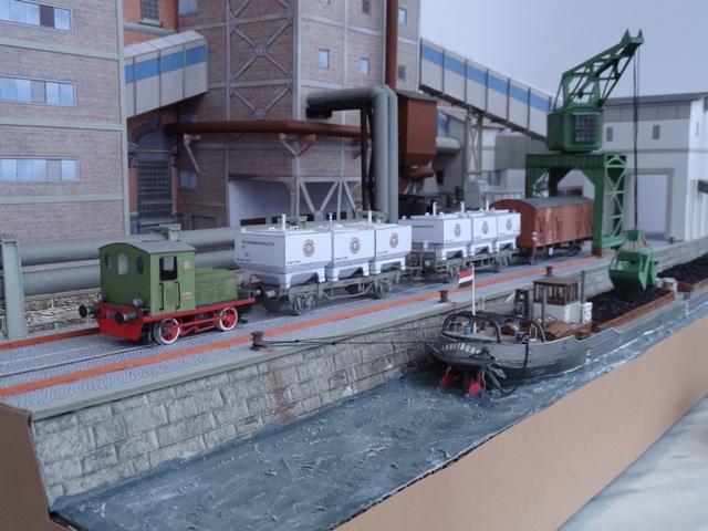 Industriediorama mit Hafen, 1:87 Dsc05337