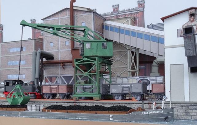 Industriediorama mit Hafen, 1:87 Dsc05342