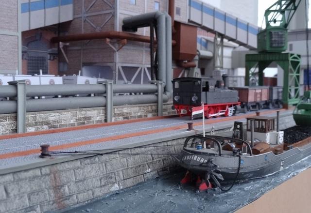 Industriediorama mit Hafen, 1:87 Dsc05344