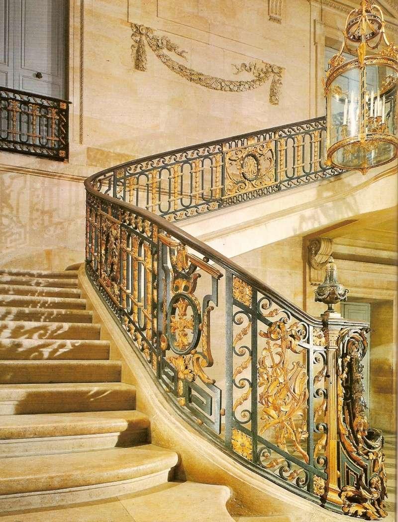 escalier - La visite du Petit Trianon: L'escalier d'Honneur - Page 2 Escali10