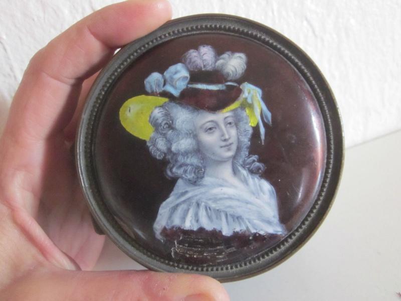 Portraits de Marie-Antoinette sur les boites et tabatières Boite_11