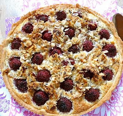 Tarte crème d'amandes fruits rouges  P1120110