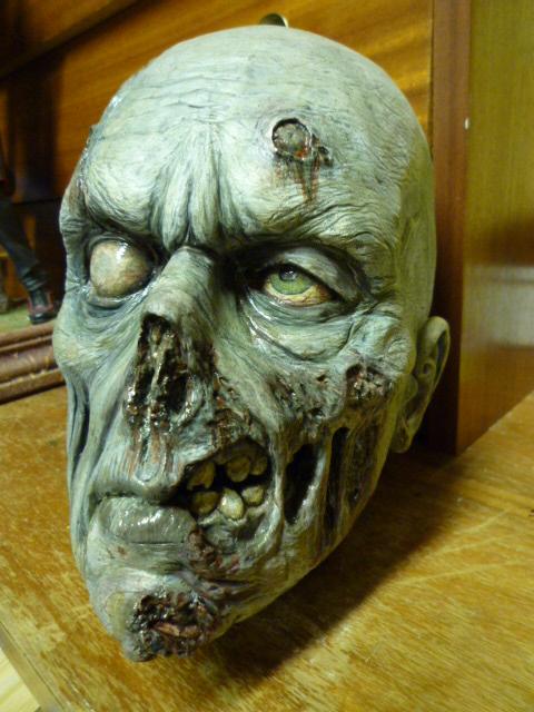 un petit zombie pour la route ??? P1110611