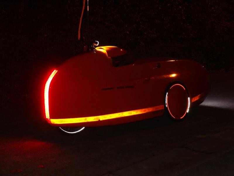 La deco et la visibilité de nuit du Velomobile : bande reflex, covering... Dsc05112