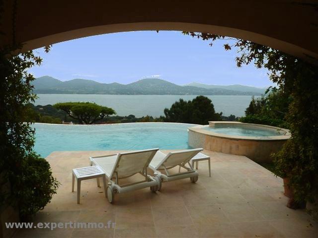 Lac Taal (Philippines, Prov. de Batangas) : un lac sur une île dans un lac....hein !!!! - Page 2 Piscin10