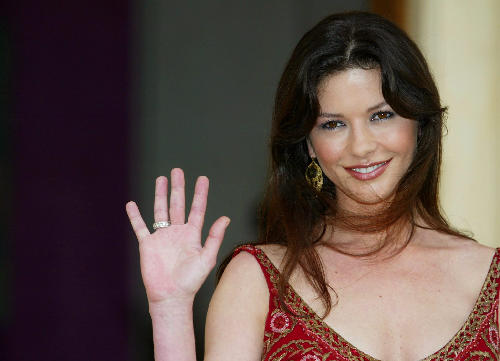 Katherine Zeta Jones - Any hand marks for Bipolar Disorder? Zeta_j10