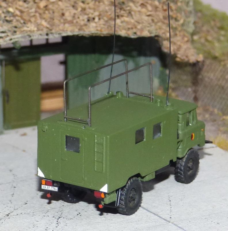 GAZ-66 mit Funkstelle R-142 P1060920