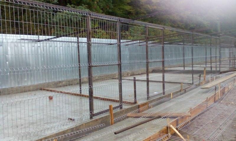 La construction du refuge a débuté - Page 3 12038811