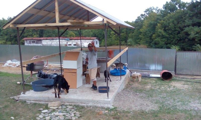 La construction du refuge a débuté - Page 2 12080010
