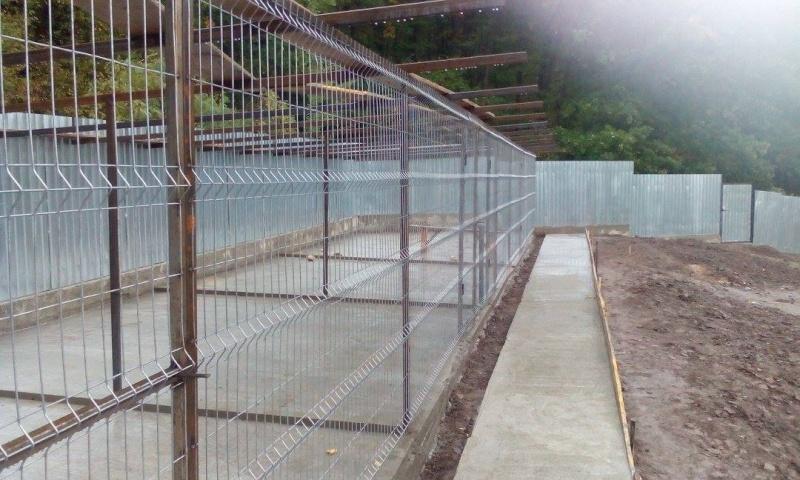 La construction du refuge a débuté - Page 3 12113413