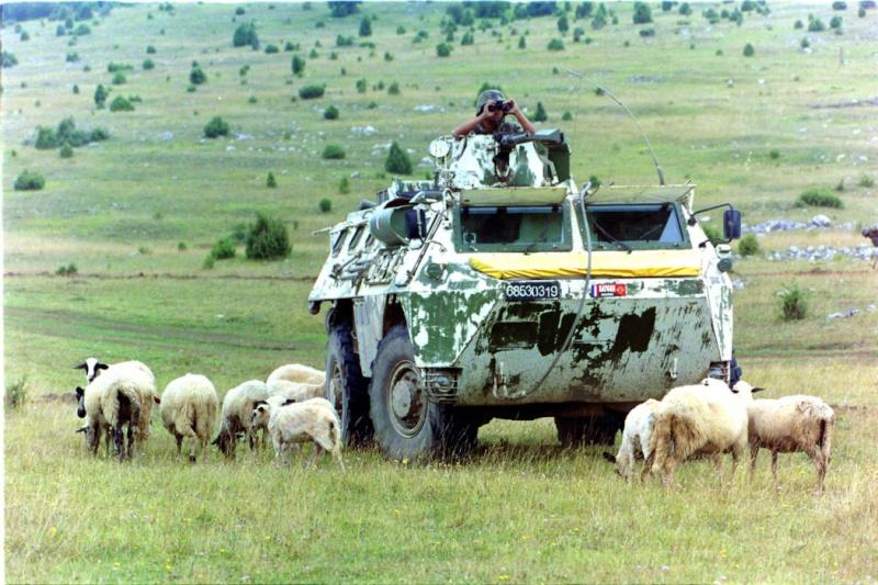 """VAB """" Opération Salamandre """" - 1/35ème - Base Heller + conversion Blast + pneus Djiti Production Url11"""