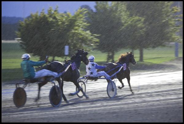 Champ de course de Ghlin (Mons) Nocturne sous la pluie Ajg-im13