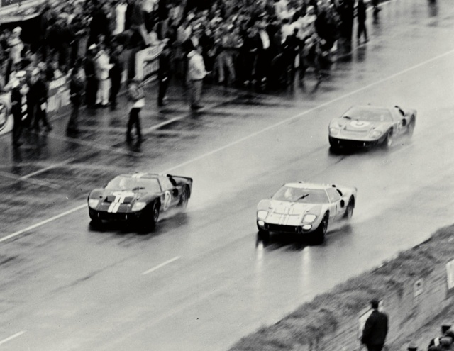 La FORD GT 40  Ford-g11