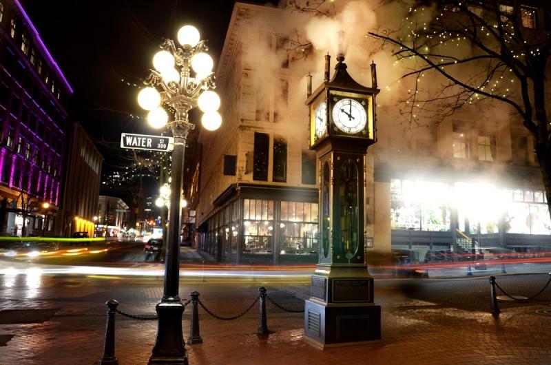Reçu un beau diapo....Les horloges et pendules des rues..... - Page 2 Horl_a11