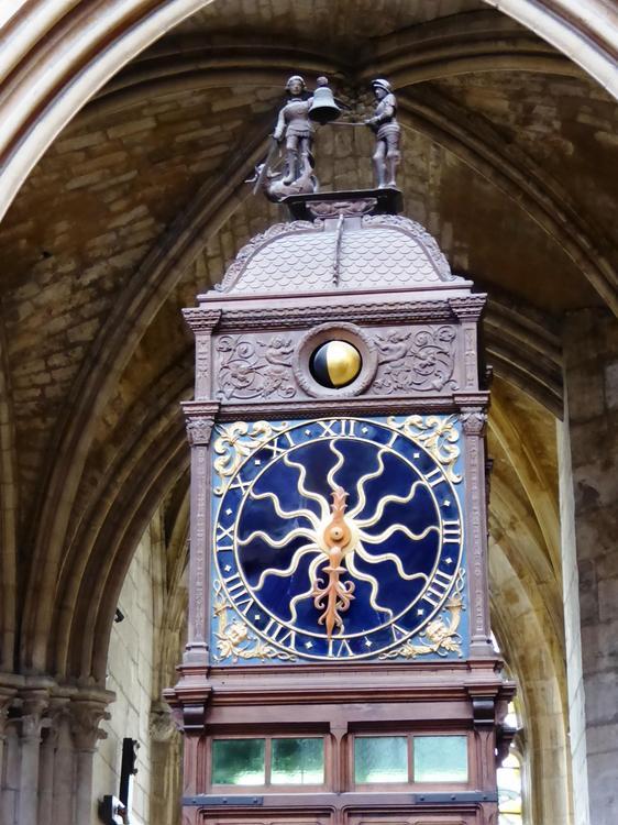 Reçu un beau diapo....Les horloges et pendules des rues..... - Page 2 Horl_a12