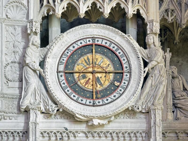 Reçu un beau diapo....Les horloges et pendules des rues..... - Page 3 Horl_c11