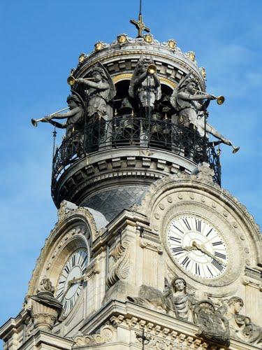 Reçu un beau diapo....Les horloges et pendules des rues..... - Page 3 Horl_e13