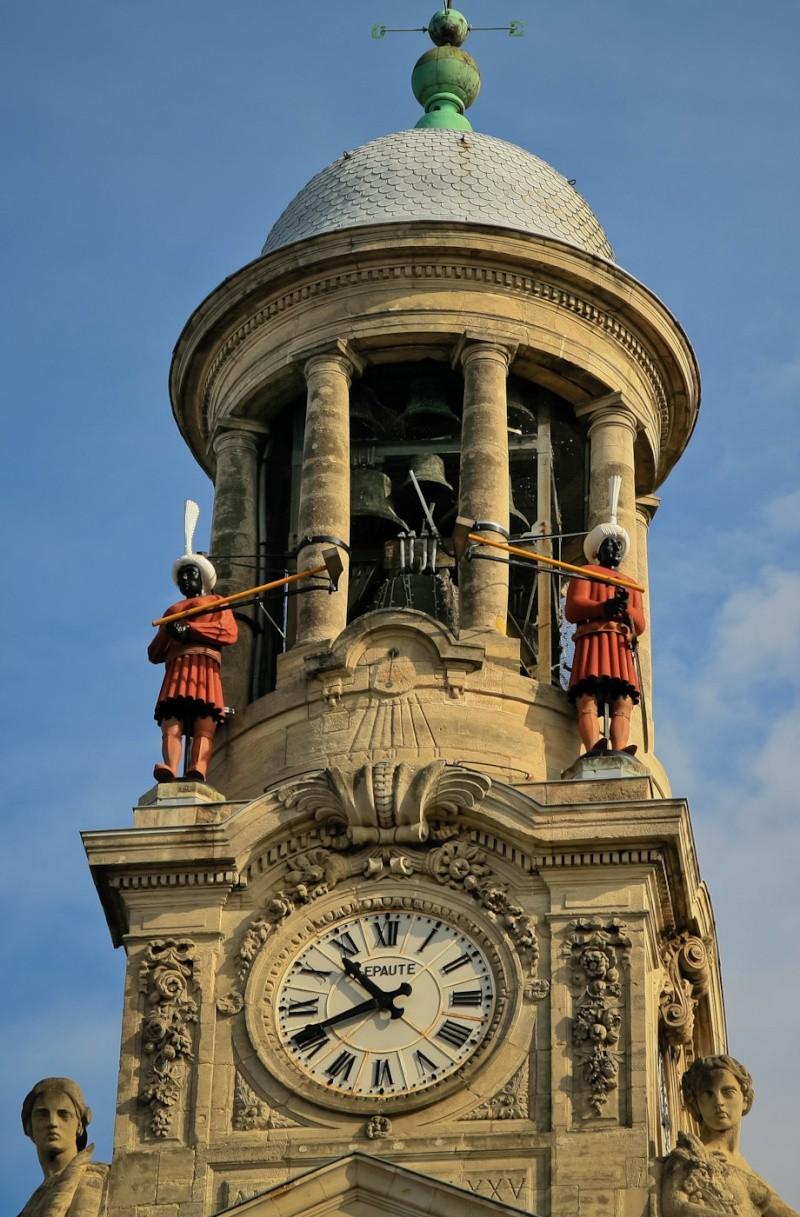 Reçu un beau diapo....Les horloges et pendules des rues..... - Page 2 Horl_h10