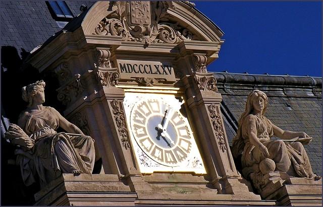 Reçu un beau diapo....Les horloges et pendules des rues..... - Page 4 Horl_h14