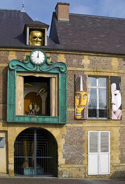 Reçu un beau diapo....Les horloges et pendules des rues..... - Page 4 Horl_m10