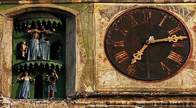 Reçu un beau diapo....Les horloges et pendules des rues..... - Page 4 Horl_s10