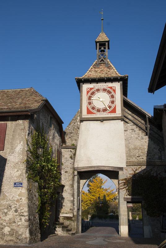 Reçu un beau diapo....Les horloges et pendules des rues..... - Page 4 Horl_s11
