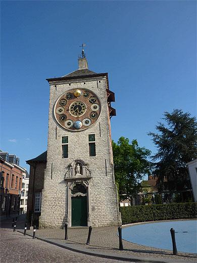 Reçu un beau diapo....Les horloges et pendules des rues..... - Page 3 Horl_t11
