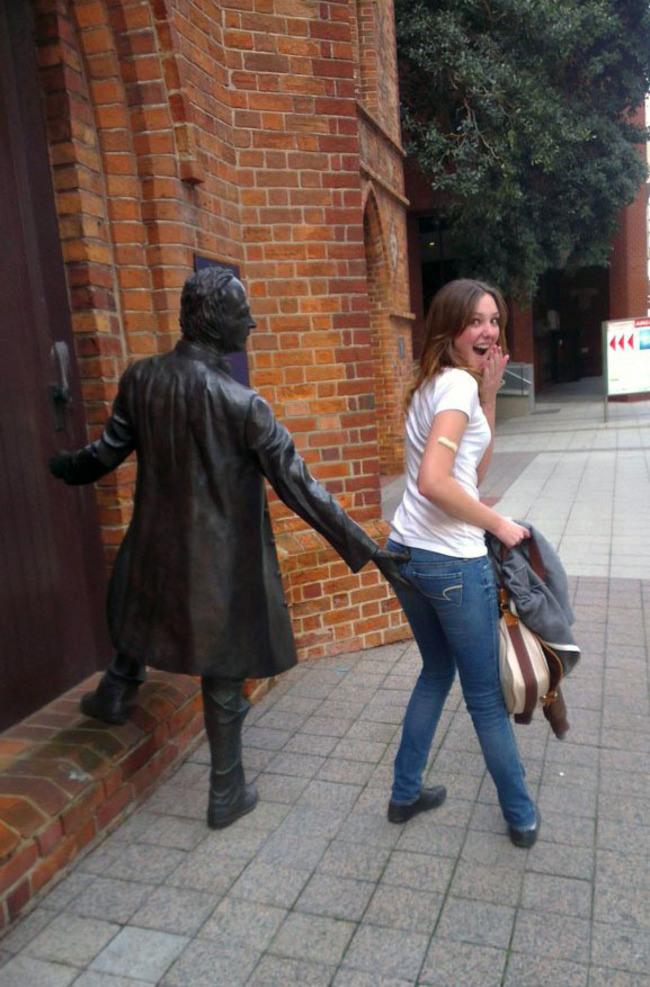 Des statues amusantes ! - Page 2 Stat_a15