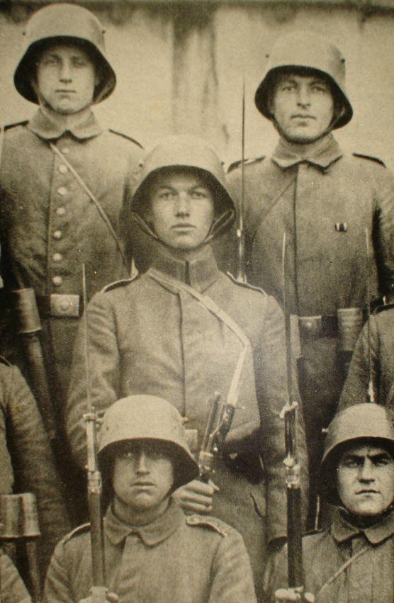 Le 1892 et ses compagnons d'infortunes. - Page 2 310
