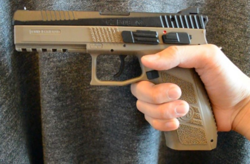 quel est le plus petit et plus leger semi-auto 9mm Cz_75_10
