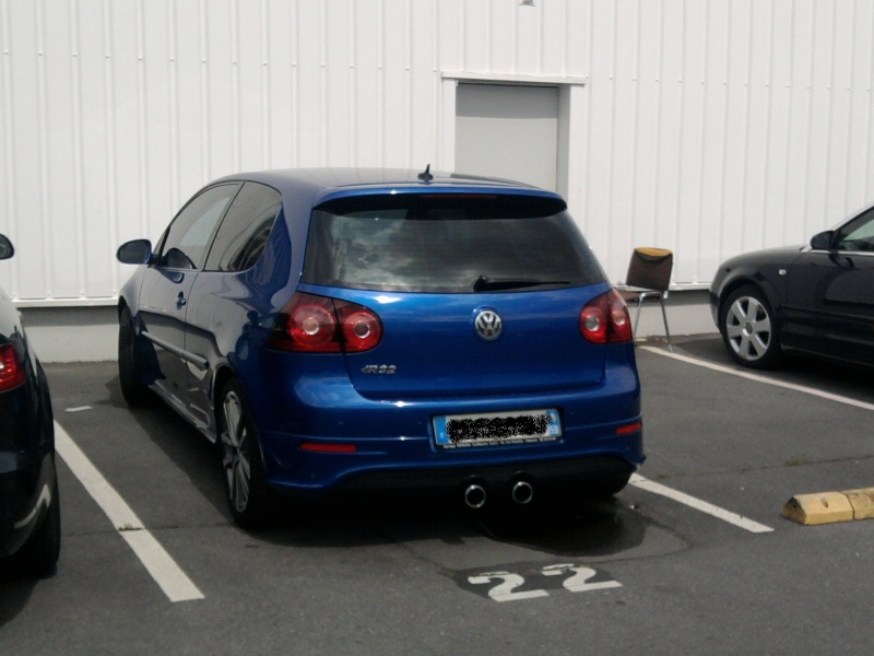 golf V R bleu et un V gris R3210