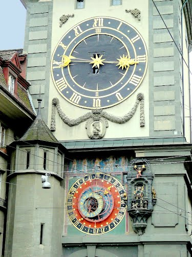 Reçu un beau diapo....Les horloges et pendules des rues..... - Page 3 71711210